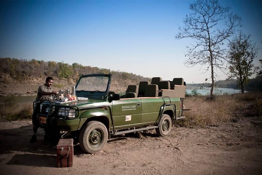 Frühstück bei der Jeep Safari im Pashan Garh Taj